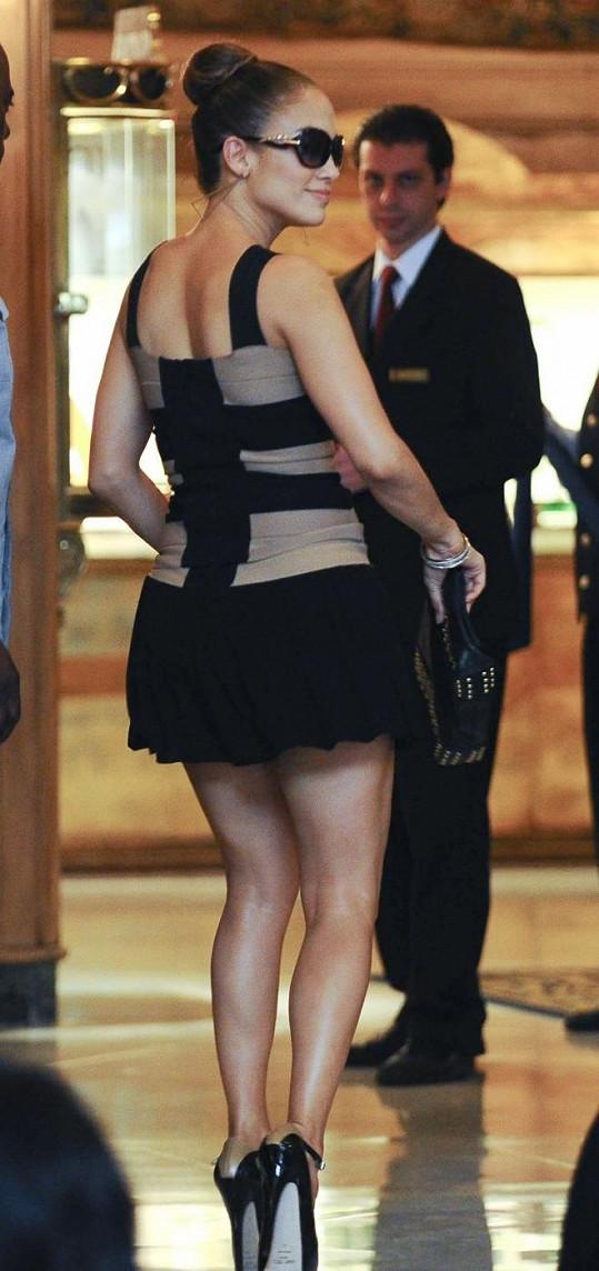 Jennifer Lopez má i po čtyřicítce stále dokonalé křivky.