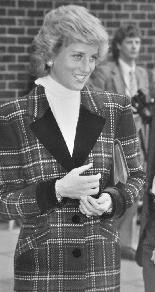 Podobný kabátek měla na sobě Diana v Portsmouthu v lednu 1989.