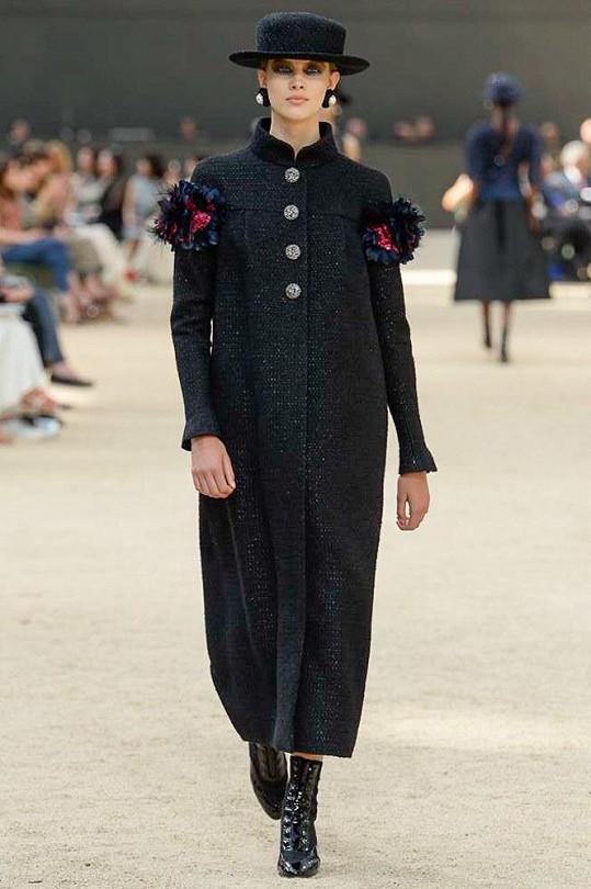 Karl Lagerfeld si vybral českou krásku Báru Podzimkovou na přehlídku Chanel podzim zima 2017.