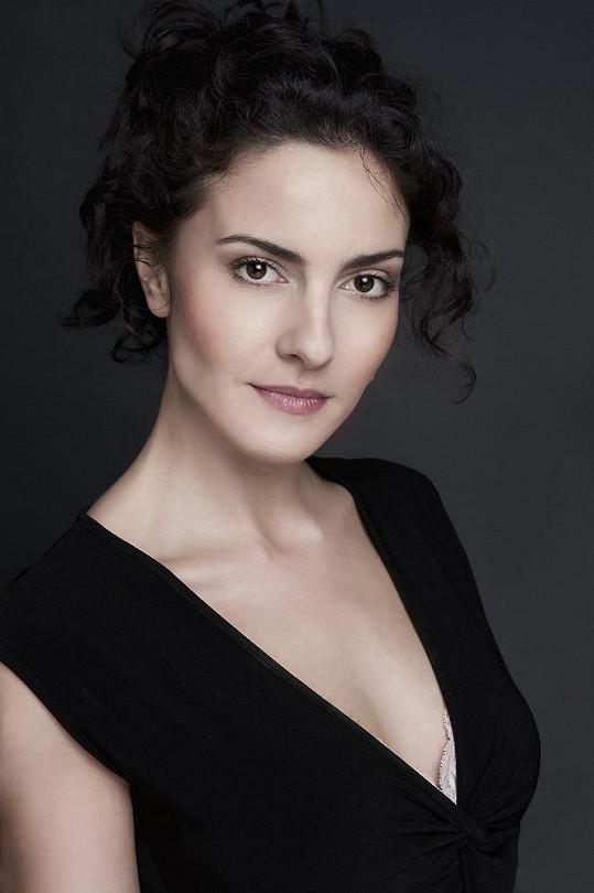 A takto vypadá Lucia Siposová v civilu.
