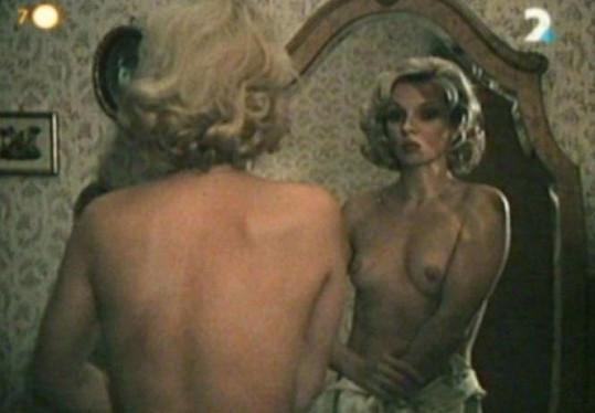 Atraktivní Zdena Studenková ve filmu Ulička stratených snov.