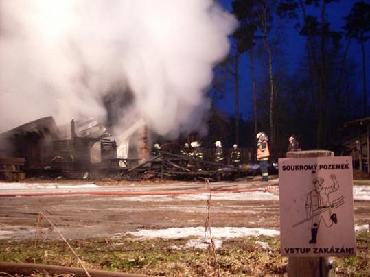 Policie přišla na to, že ranč zapálil někdo úmyslně.
