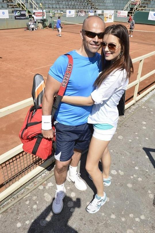 Jitka byla na tenise s přítelem Mirkem Ciprou.
