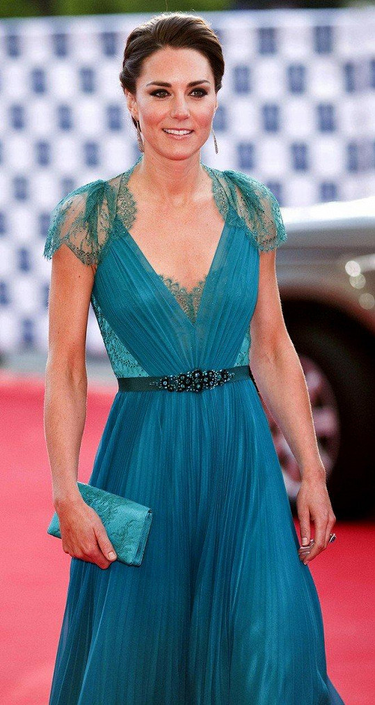 Róbu, kterou vévodkyně ve čtvrtek večer vynesla, oblékla poprvé před 6 lety na koncert v Royal Albert Hall.