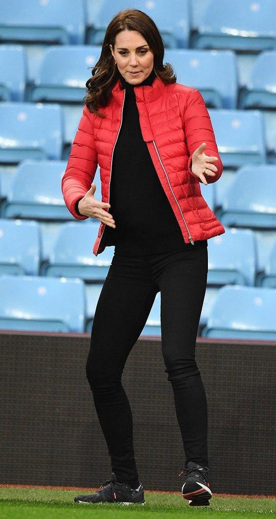 Kate ve sportovním oblečení.