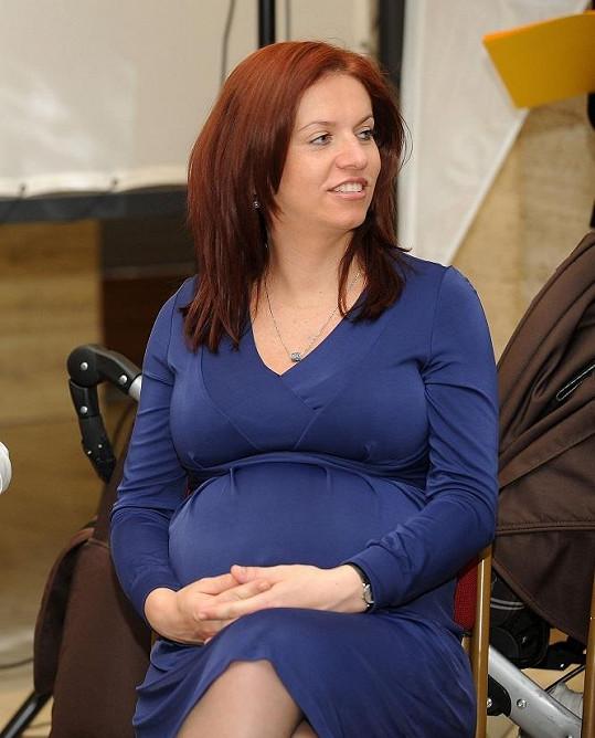 Nora Fridrichová pár dní před porodem.