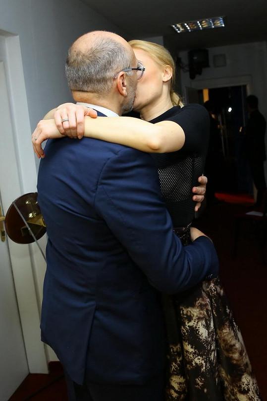 Halina Mlynková a Lešek Wronka si na česko-polském plese zkoušeli novomanželský polibek.