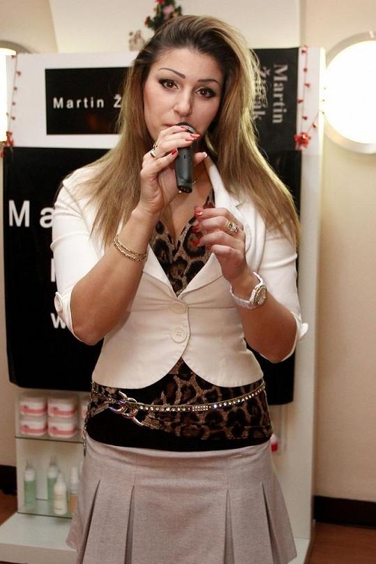 Ester se snažila prosadit i jako zpěvačka.