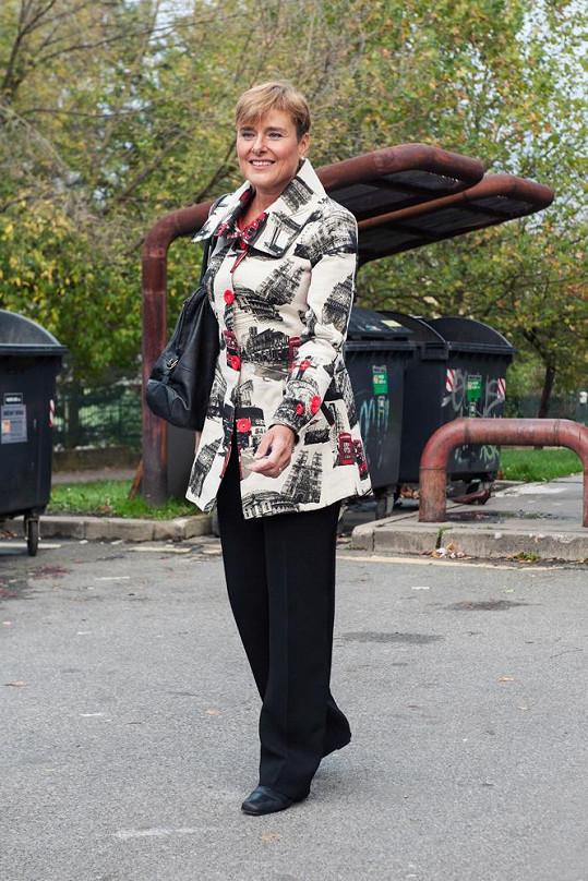 Takto oblečenou Marii Retkovou vídáme ve společnosti.