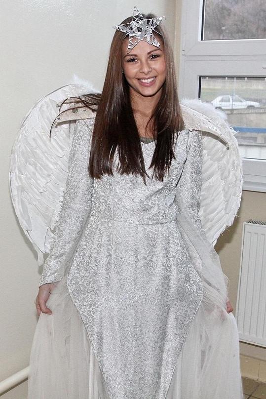 Monika Bagárová jako anděl.