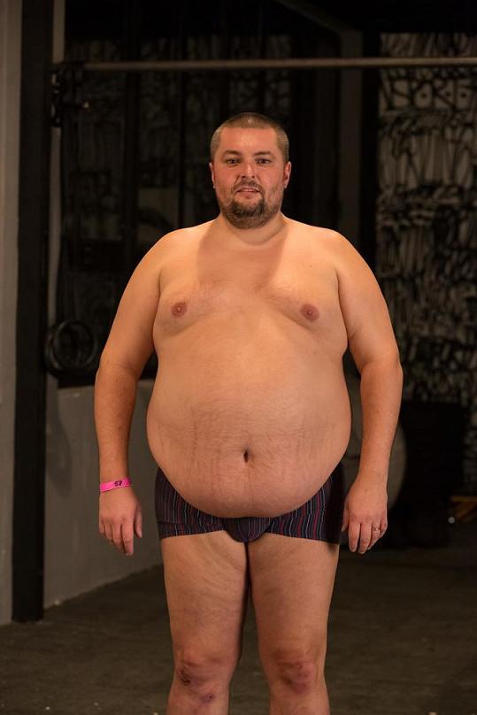 """Finalistou s největší nadváhou je dobrák Evžen Teršl. Devětatřicetiletý Pražák je """"ajťák"""" každým coulem a doma má tři kluky a jednu holčičku. Až zhubne, rád by svou rodinu rozšířil ještě o dvě dcerky."""