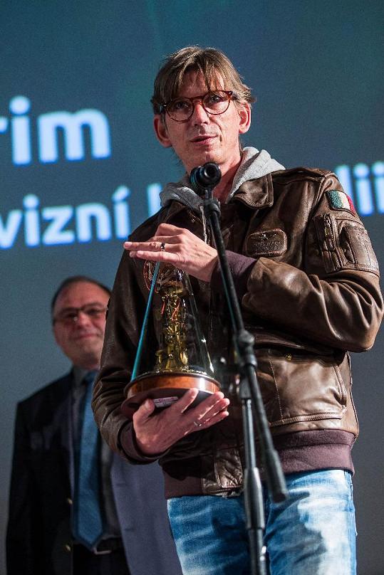 Jiří Strach si z festivalu komedie odnesl rovnou dvě ceny. Petra Hřebíčková chyběla kvůli mateřským povinnostem.