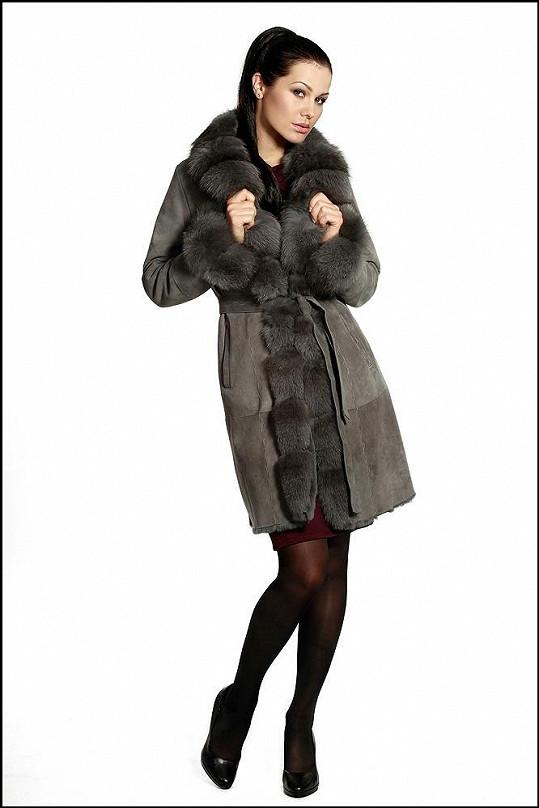 Doleželová se musela potit v kožešinovém kabátu.