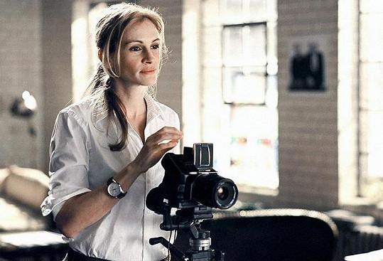 Na plátně postavu fotografky ztvárnila Julia Roberts.