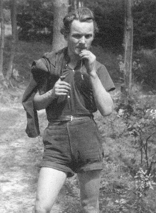 Skutečný horolezec Joska Smítko (uváděn také jako Josef Smítka), kterého hraje Vavřinec Hradilek.