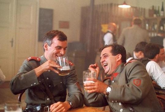 Erik Pardus v seriálu Četnické humoresky. Na snímku s Ivanem Trojanem (vlevo)