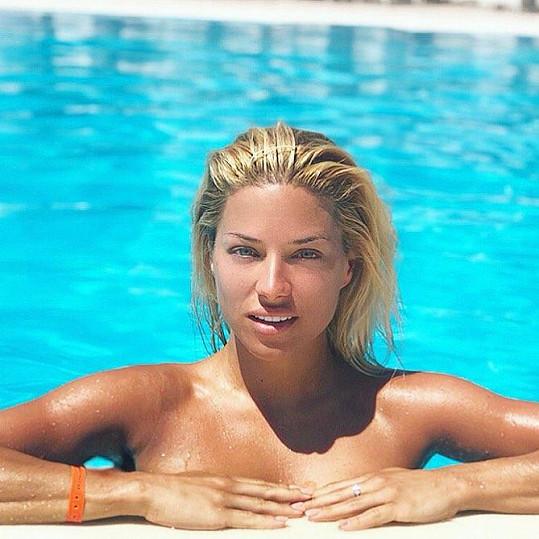 Eva Perkausová na dovolené v Řecku