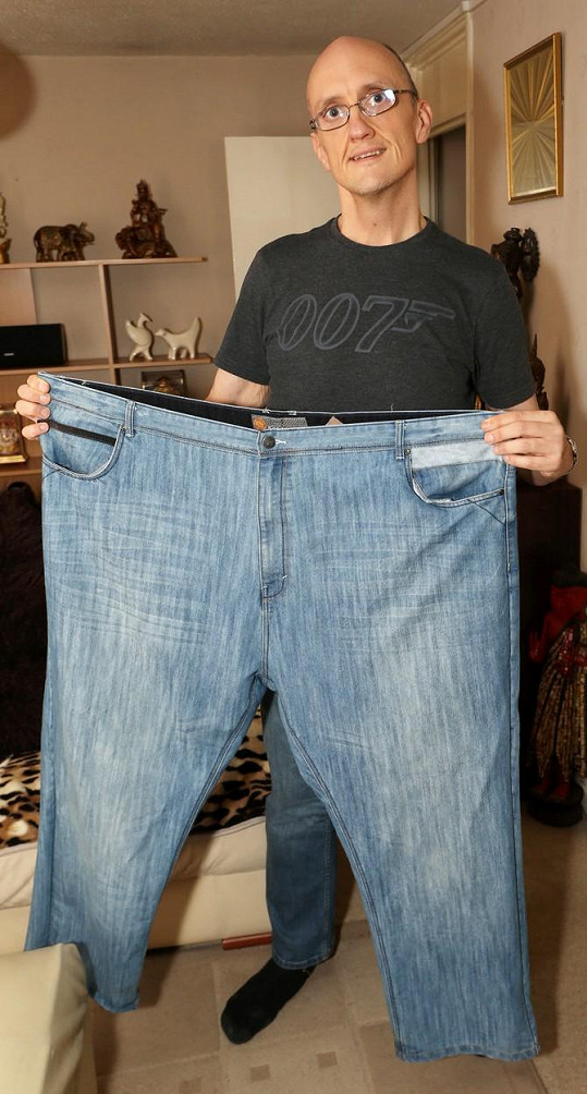 Tyto obří džíny kdysi nosíval.