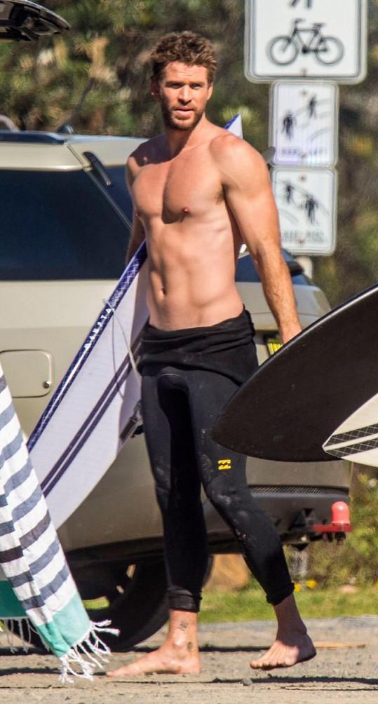 Symbolem australských krasavců jsou bratři Hemsworthovi. Na fotce Liam.