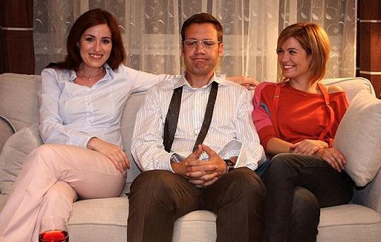 Společně se svou sestrou Zuzanou si Soňa Norisová zahrála nejen v muzikálovém filmu Rebelové, ale i v seriálu Přešlapy.