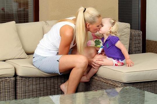 Lucie s malou Deniskou.