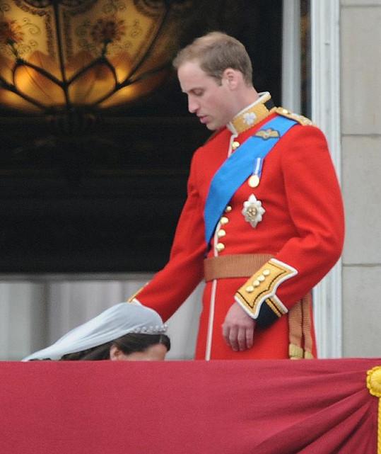 Nejpikantnější fotografie z královské svatby v kompletní velikosti.