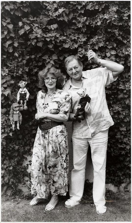 """Jedni z """"rodičů"""" dřevěných hvězd – manželé Helena Štáchová a Miloš Kirschner."""