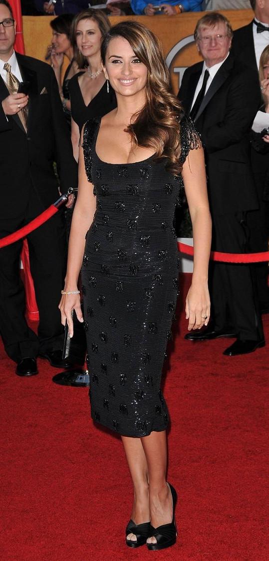 Její model si oblékla i Penélope Cruz.