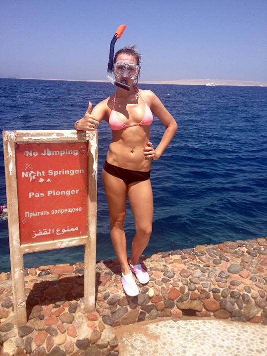Kamila Nývltová vypadá v plavkách božsky.