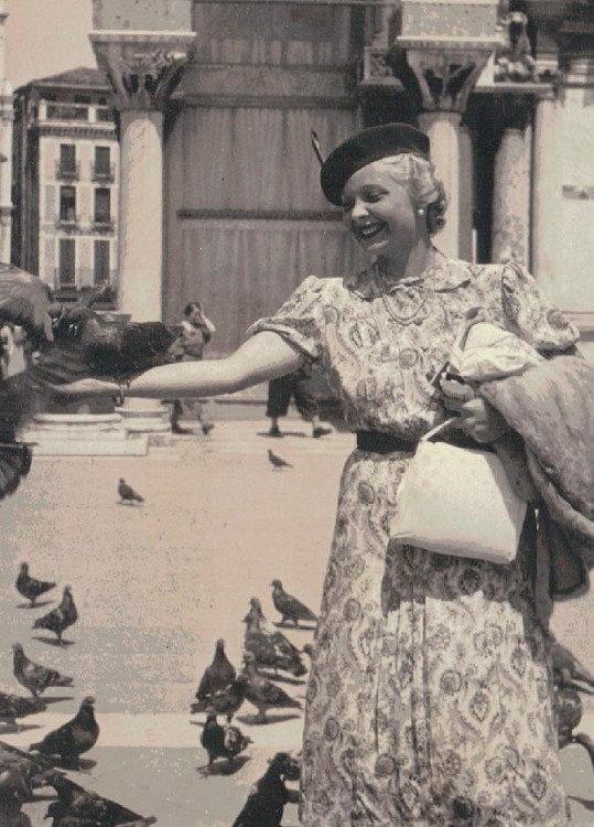 Ve třicátých letech patřila Truda k nejobsazovanějším českým herečkám. Tady je na fotce z dovolené v Itálii.