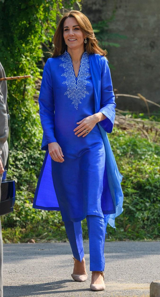 Na tu Kate oblékla pákistánská návrhářka Maheen Khan.