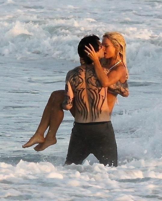I tetování umí maskéři skvěle napodobit a vydrží i v moři.