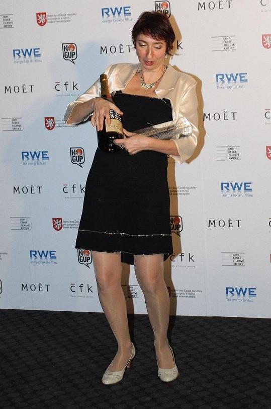Babčáková dostala Cenu české filmové kritiky za film Rodina je základ státu.