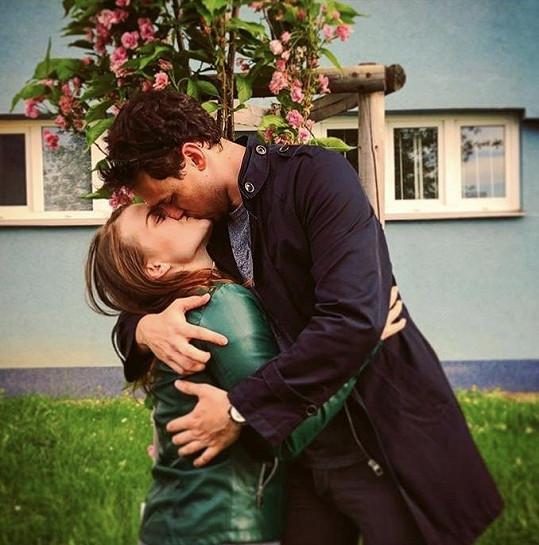 Elis Ochmanová se letos s přítelem stěhovala do společné domácnosti.