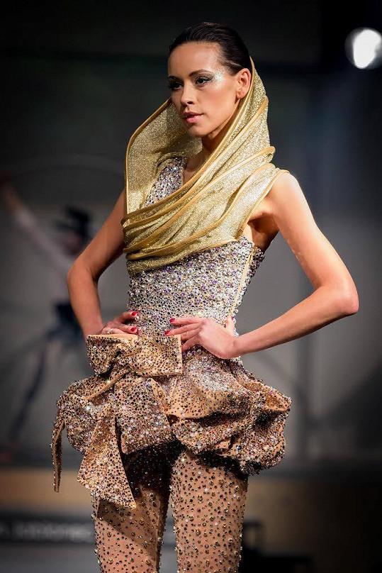 Kateřina předvedla nejtěžší šaty přehlídky.