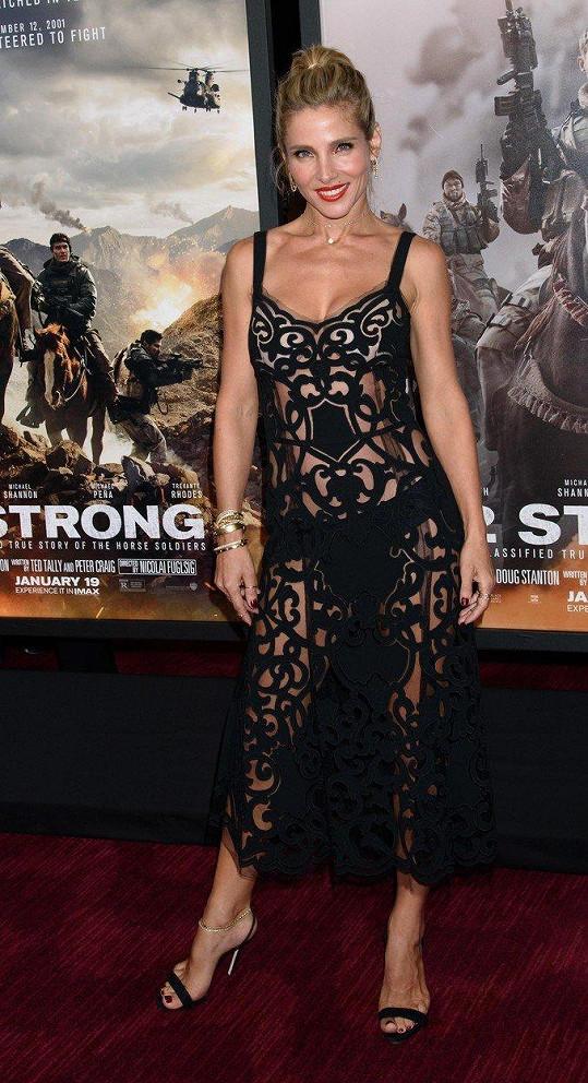 Herečka Elsa Pataky se stala ozdobou newyorské premiéry filmu 12 Strong, ve kterém hrála ona i její manžel Chris Hemsworth.