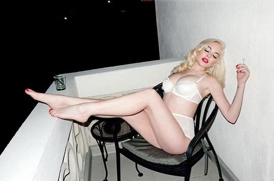 Svůdná Lindsay Lohan pro magazín Love.