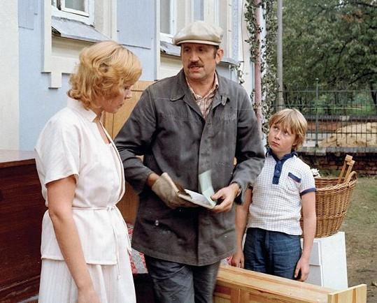Dagmar Havlová, Eugen Jegorov a Viktor Král v seriálu Návštěvníci (1983)