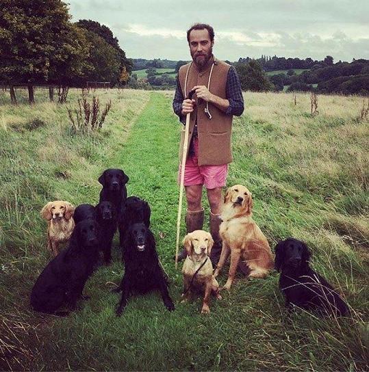 Zásluhu na zlepšujícím se stavu James přiznává i svým psům.
