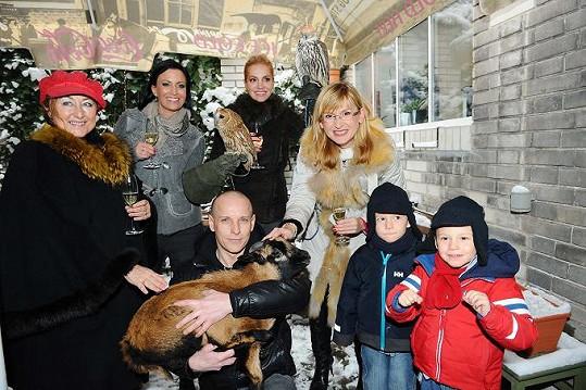 Kromě kmoter se přišla na akci kadeřníka Oskara podívat i Štěpánka Duchková se svými dvojčaty.