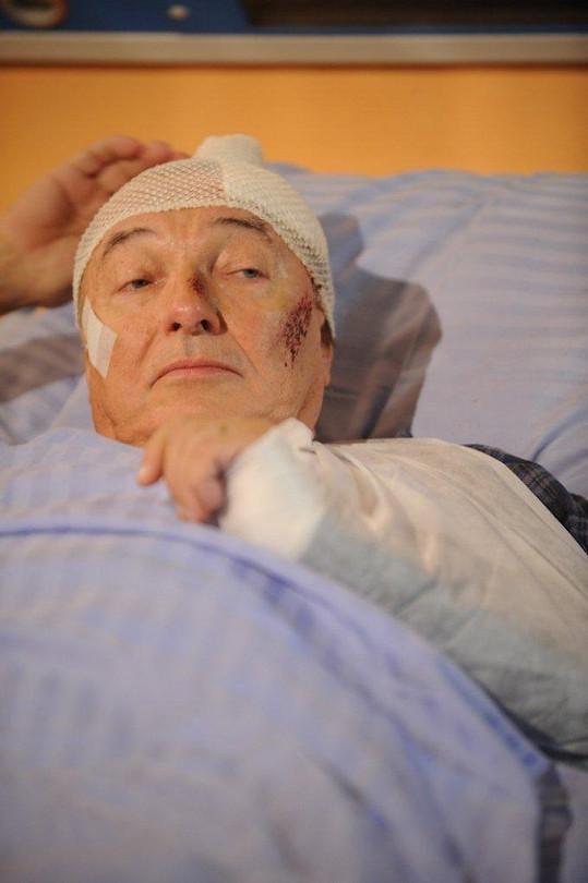 Gott se tvářil vážně hodně nemocně.
