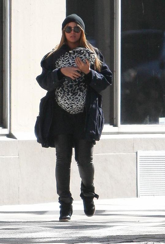 Beyoncé svou dceru ukrývala v dece.