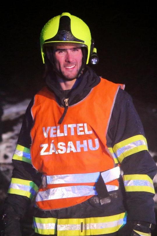A jako velitel hasičů v seriálu Temný Kraj