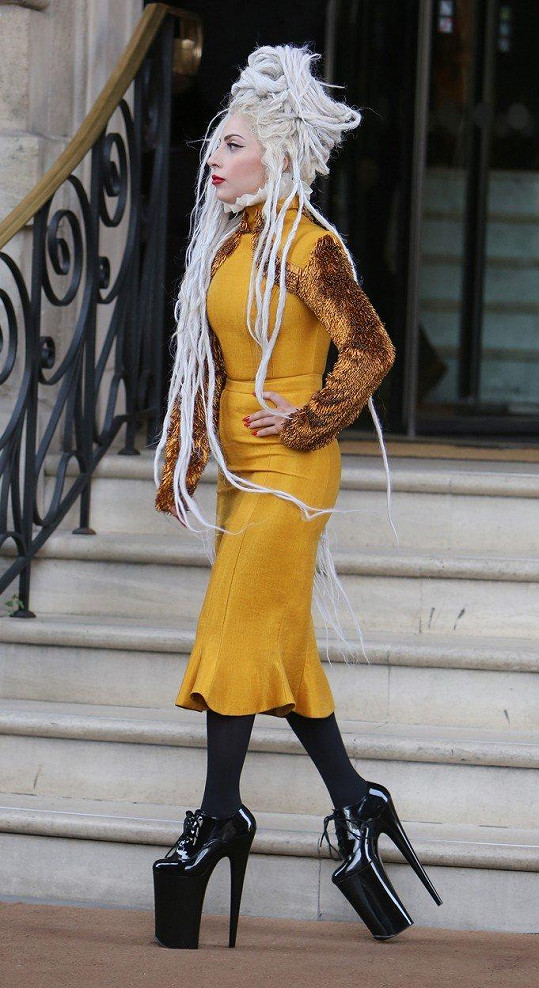 Lady Gaga miluje boty na vysoké platformě.