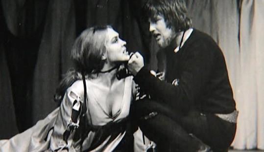 Na začátku kariéry hrál i vážné role. Například Hamleta.