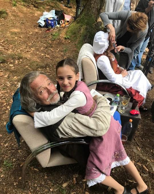 Karel Gott si natáčení s dcerou užívá.