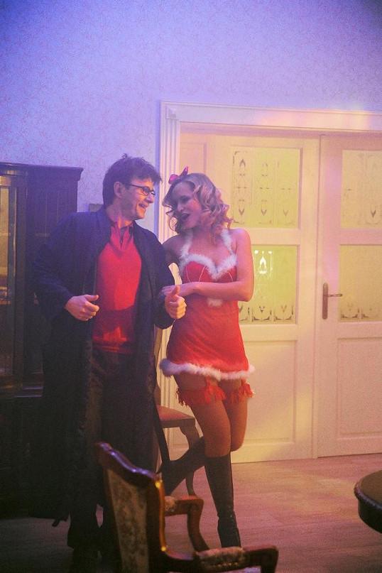 Monika Absolonová se oblékla do žhavého vánočního prádélka.