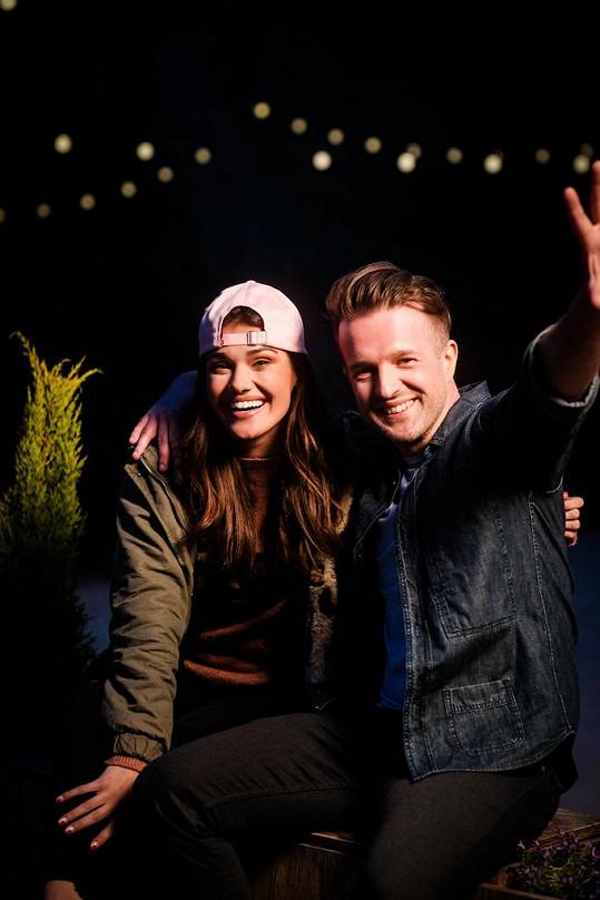 Andrea Kalousová a hudebník JEN.