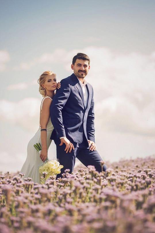 Aneta si po rok a půl dlouhé známosti vzala přítele Petra Mikšíčka.