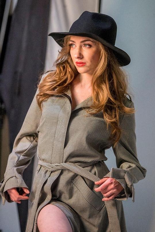 Elizaveta Maximová v seriálu Polda. Tam hraje těhotnou přítelkyni Igora Orozoviče.